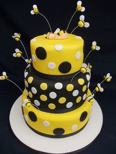 Love this bumble bee cake:) Bumble Bee Cake, Bumble Bee Birthday, Bumble Bees, Bee Cakes, Fondant Cakes, Baby Shower Cupcakes, Shower Cakes, Gorgeous Cakes, Amazing Cakes