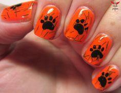 orange nails with tiger print so cool i want to do that so bad Football Nail Designs, Football Nail Art, Shellac Nails, Gold Nails, Halloween Nail Designs, Halloween Nails, Nail Polish Designs, Nail Art Designs, Cute Nails
