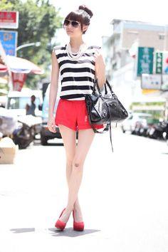 Shop this look on Kaleidoscope (top, shorts, pumps, bag, necklace, sunglasses)  http://kalei.do/WD3AguNnon9LPqR7