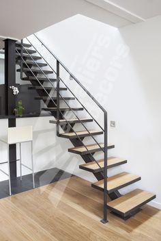 Photo DT79 - ESCA'DROIT® sur Limon Central. Escalier métal et bois d'intérieur au design contemporain.