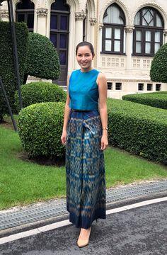 Thai Traditional Dress, Traditional Fashion, Traditional Outfits, Batik Fashion, Ethnic Fashion, African Fashion, Modern Filipiniana Dress, Dress Shirts For Women, Clothes For Women