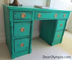 Cece Caldwell paint   CeCe Caldwell's Chalk and Clay Paint  mineral paint   upcycle   CeCe Caldwell Emerald Isle Green   Pantone color of the year   painted furniture   refinished furniture   emerald green