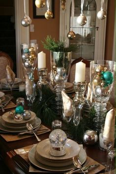 A well-dressed holiday table - Loving the snow globe! They've switched off with ornaments and snow globes.