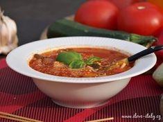 Italská polévka minestrone Vegan Recipes, Vegan Meals, Chili, Soup, Food And Drink, Italy, Chile, Chilis, Soups