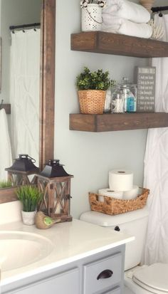 New Apartment Bathroom Makeover Floating Shelves Ideas Floating Shelves Kitchen, Wooden Shelves, Three Bedroom House, Bad Styling, Farmhouse Decor, Farmhouse Style, Vintage Farmhouse, Modern Farmhouse, Farmhouse Baskets