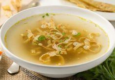 Frittatensuppe ist wohl eines der beliebtesten Suppenrezepte in Österreich! Ist ja auch praktisch. Zuerst Palatschinken, dann Frittaten oder umgekehrt? Das Rezept ist denkbar einfach! Soup Broth, Austrian Recipes, Ketogenic Diet, Soup Recipes, Veggies, Low Carb, Ethnic Recipes, Easy, Food