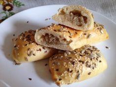 Szarvasi kapucnyika | mókuslekvár.hu Bagel, Bread, Recipes, Food, Breads, Baking, Meals, Yemek, Eten