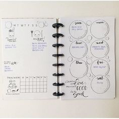 The bubble in this spread from @piggieplans are so cute! Love the meal planning…