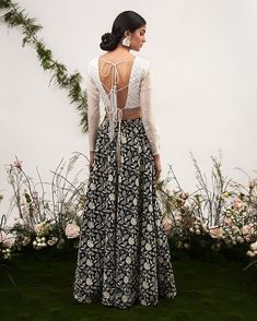 Unique Blouse Back Designs Spotted on Real Brides Best Blouse Designs, Bridal Blouse Designs, Saree Blouse Designs, Blouse Styles, Indian Wedding Outfits, Indian Outfits, Wedding Dresses, Bridal Outfits, Indian Attire