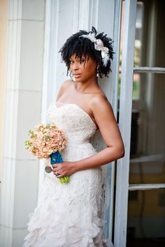 Pretty Curls: Natural Hair Inspiration for African-American Brides - Munaluchi Bridal Magazine Natural Hair Wedding, Short Wedding Hair, Wedding Attire, Wedding Bride, African American Weddings, Black Bride, Natural Hair Inspiration, African American Hairstyles, Bridal Beauty