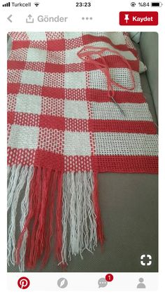 Plaid afghan made by crocheting and weaving.Crochet base, weave in holes to make the plaid.This Pin was discovered by HülCreating plaid in a knit Crochet Afghans, Crochet Motifs, Tunisian Crochet, Afghan Crochet Patterns, Knitting Patterns, Plaid Crochet, Crochet Home, Diy Crochet, Crochet Baby