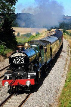 The Weymouth Seaside Express at Newton-St-Loe embankment heading towards Bath. Weymouth Seaside Express Engine # 423 by Matt Prosser Train Car, Train Tracks, Train Rides, Old Steam Train, Steam Railway, Bonde, British Rail, Old Trains, Train Pictures