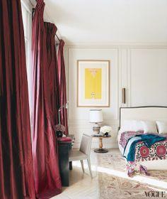 BELLE VIVIR: Interior Design Blog | Lifestyle | Home Decor -- dark Curtains = brilliant