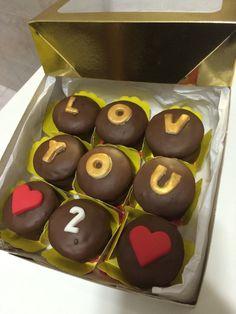 Pães de mel personalizados para os 2 meses de namoro. Ideia de presente para namorado.