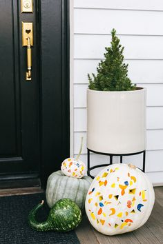For A Modern Jack-O-Lantern This Hallowen, Try Our Terrazzo Pumpkin Diy. Take The Terrazzo Trend Into Fall By Painting And Carving Pumpkins With Pops Of Autumnal Color. Get The Full Tutorial At Diy Pumpkin, Pumpkin Carving, Carving Pumpkins, Modern Halloween, Halloween Crafts, Diy Halloween Decorations, Thanksgiving Decorations, Diy Craft Projects, Diy Crafts