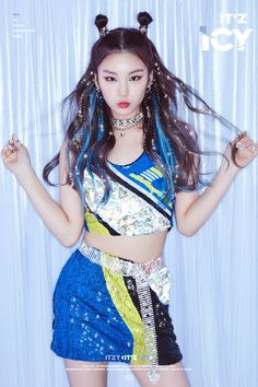 ITZY (있지) is JYP's new girl group. The members consist of Yeji, Lia, Ryujin, Chaeryeong and Yuna. Kpop Girl Groups, Korean Girl Groups, Kpop Girls, Rapper, Loona Kim Lip, Kpop Fashion, Fashion Tips, Stage Outfits, New Girl