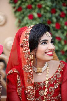 bride in red - Muslim Pakistani Wedding Beautiful Pakistani Dresses, Pakistani Wedding Dresses, Pakistani Bridal, Indian Bridal, South Asian Bride, Winter Bride, Big Fat Indian Wedding, Bride Portrait, Beautiful Moments
