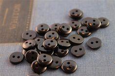 100 pz 2 foro lucido nero bottoncini (BKB294)