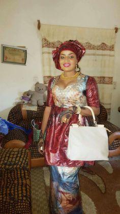 Malian Fashion bazin #Malifashion #bazin #malianwomenarebeautiful #dimancheabamako #mussoro #malianwedding #bazinriche #malianbride #brodé #brocade #teinture #gala #lesmaliennesontbelles African Wear, African Women, African Dress, Africa Fashion, All Fashion, Fashion Outfits, Womens Fashion, Style Africain, Ankara Gowns