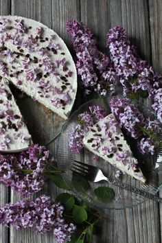 Lilac Cream Cake 32 Edible Flowers - The Complete List Of Flowers You Can Eat & Flower Recipe Ideas Just Desserts, Delicious Desserts, Dessert Recipes, Cupcake Cakes, Cupcakes, Vegan Wedding Cake, Gateaux Cake, Flower Food, Cream Cake