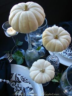 White pumpkins centerpiece for a beautiful Autum Wedding. add depth for my garlic clove pumkins Glass Pumpkins, White Pumpkins, Mini Pumpkins, Small Pumpkins, White Pumpkin Centerpieces, Pumpkin Decorations, Blue Centerpieces, Centerpiece Ideas, Wedding Table