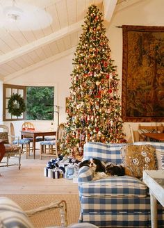Amazing Christmas tree in Charles Faudree's Country Cabin French Decor, French Country Decorating, French Country Christmas, Country French, Country Style, Southern Christmas, Country Homes, French Farmhouse, Veranda Magazine