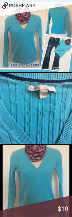 """Old Navy thin stretchy comfy sweater 💎 Great pre-loved condition. Really no signs of a wear. Vertical cable knit stretchy. Kind of a Tiffany blue, fairly bright, so pretty. V-neck. Longsleeve. Bust 30"""" Length 22"""" Bundle and get a discount on all your purchases and pay only one shipping. Jeans and scarf sold separately, check out my closet! Old Navy Sweaters V-Necks"""