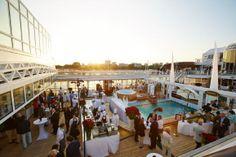 Gourmet-Kreuzfahrt: Unterwegs mit Sterneköchen   (rf) Im Sommer 2014 findet auf der MS Europa eine Gourmet-Kreuzfahrt statt. Die kulinarische Schiffstour vom 10.6. bis 24.06.2014 führt von Lissabon über Bilbao, St.-Jean-de-Luz, Bordeaux, ...   Link: http://www.reisefernsehen.com/reise-news/reise-news-kreuzfahrten/387115a30310d7320-gourmet-kreuzfahrt-unterwegs-mit-sternekoechen.php