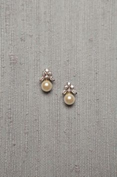 Diamond Jewelry Simple Diamond and Pearl Studs studded with 6 diamonds and a south sea pearl drop Pearl Jewelry, Indian Jewelry, Wedding Jewelry, Diamond Jewelry, Vintage Jewelry, Fine Jewelry, Pearl Earrings, Gemstone Jewelry, Jewellery Box