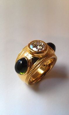 Gold ring with exquisite stones and highly detailed gold smithing