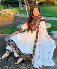 Source by azadran dresses afghani clothes Fancy Dress Design, Stylish Dress Designs, Stylish Dresses, Indian Fashion Dresses, Dress Indian Style, Indian Designer Outfits, Pakistani Formal Dresses, Pakistani Dress Design, Pakistani Outfits