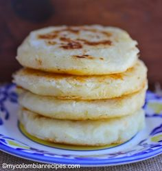 These Arepas de Yuca are delicious as a side dish or paired with hot chocolate for breakfast or an afternoon snack. My Colombian Recipes, Colombian Food, Colombian Arepas, Latin American Food, Latin Food, Comida Latina, Columbian Recipes, Corn Cakes, Good Food