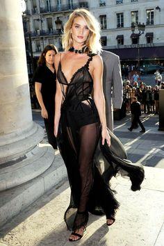 Rosie HW: making Paris even hotter in this smoking Versace number <3