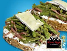 Tostas de espárragos trigueros, jamón serrano #MonteRegio y queso brie ¡Deliciosas!