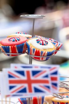 UNION Cupcakes http://www.pinkfrosting.com.au/auto/thumbnail/persistent/article_images/britishparty.jpg%3Fmaxwidth%3D300