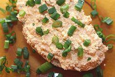 Le körözött Mélange de fromage blanc et de paprika à étaler sur une tranche de pain. J'adore  Bezáráshoz kattintson a képre, mozgatáshoz tartsa lenyomva a gombot.