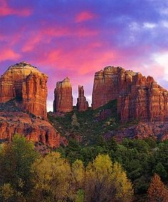 Sedona, Arizona (USA) a few hours from the Grand Canyon.just a few hours from Tucson. Oh The Places You'll Go, Great Places, Places To Travel, Beautiful Places, Places To Visit, Beautiful Sky, Grand Canyon, Dream Vacations, Vacation Spots