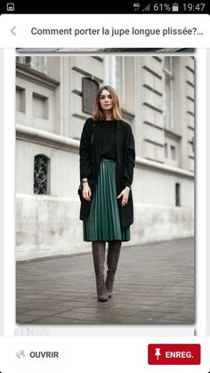 Green pleated skirt in midi length - Mode - Jupe Mode Outfits, Casual Outfits, Fashion Outfits, Fashion Trends, Casual Blazer, Casual Boots, Casual Wear, Fall Outfits, Fashion Ideas