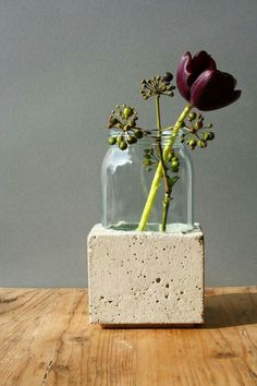 Vases – Vase glass in concrete – a unique product by Betoengchen on DaWanda – DIY Beton – Welcome The Decor Concrete Pots, Concrete Crafts, Concrete Projects, Concrete Design, Diy Projects, Diy Cement Planters, Concrete Color, Concrete Furniture, Polished Concrete