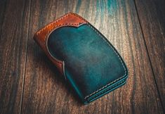 Like and share this pure awesomeness! Leather Wallet Pattern, Handmade Leather Wallet, Leather Card Wallet, Buy Bags, Leather Projects, Leather Working, Leather Craft, Leather Purses, Wall Photos