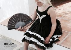 DOLLY by Le Petit Tom ® FLAMENCOblack. Light chiffon dance dress with laced trimmed ruffles and a comfortable body of stretch cotton. Embellished with beading ornament. Prachtige jurk in zwart. Many sizes. FLAMENCO DRESS  light chiffon dance dress with ruffles   Give some Spanish passionto each party!  Sizes: newborn, petite, small, medium, large,Teen  Washing instructions: Handwash warm, No bleach, Hang dry.   Arrives in branded ballet bag   DOLLY BALLET, TE WEAR EVERYDAY! Een nieuwe…