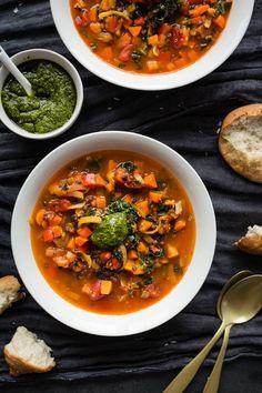 Soupe quinoa kale et lentilles - K pour Katrine Vegetable Recipes, Vegetarian Recipes, Healthy Recipes, Soup For The Soul, Stone Soup, Chana Masala, Thai Red Curry, Healthy Eating, Healthy Food