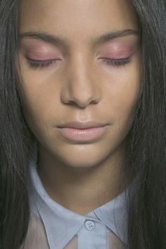 "S/S 2014 BURBERRY PRORSUM:  Pink eyeshadow was the focus of the ""Burberry English Rose"" beauty look.  HAIR: Hair was given a casual and lived-in feel, in keeping with Burberry's usual relaxed style."