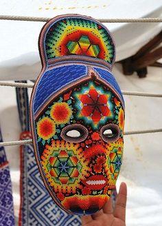 Huichol beadwork woman mask on sale in Tepotzotlan, Mexico State. Photo by Alejandro Linares Garcia. Mexican Mask, Mexican Folk Art, Yarn Painting, 3d Fantasy, Beautiful Mask, Masks Art, Animal Jewelry, Native American Art, Ancient Art