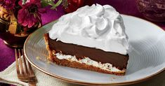 This mile-high chocolate pie is inspired by a Southern classic: the MoonPie. Chocolate Pie Recipes, Chocolate Filling, Chocolate Pies, Delicious Chocolate, Just Desserts, Dessert Recipes, Baking Recipes, Cake Recipes, Graham Cracker Crumbs
