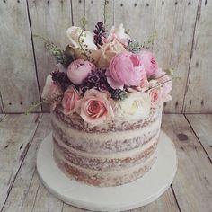 24 Classic and Chic Wedding Cakes - Kuchen Pretty Cakes, Beautiful Cakes, Amazing Cakes, Simply Beautiful, Cake Cookies, Cupcake Cakes, Mini Cakes, Nake Cake, Bolo Cake