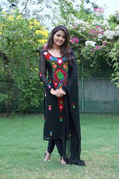 Indian Hot Girl Shirin Kanchwala In Black Dress