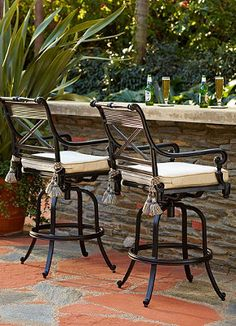 Perfect bar seating for those outdoor summer parties!