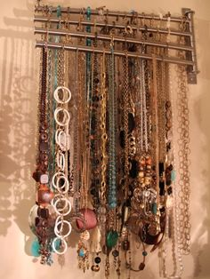 Diy Necklace organizer on towel hooks. Necklace Storage, Diy Necklace, Jewellery Storage, Jewellery Display, Necklace Holder, Necklaces, Chain Bracelets, Necklace Display, Towel Organization