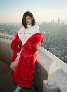 Kylie Jenner Has a Romantic Valentine's Day with Tyga in NYC!: Photo Kylie Jenner is having a romantic Valentine's Day with her longtime love Tyga and they celebrated the day for lovers at one of the tallest spots in New York City. Style Kylie Jenner, Le Style Du Jenner, Nails Kylie Jenner, Kendall Y Kylie Jenner, Trajes Kylie Jenner, Looks Kylie Jenner, Kendall Jenner Outfits, Khloe Kardashian, Estilo Kardashian